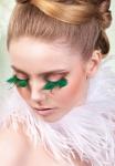 Ресницы с зелеными перьями