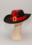 Шляпа черная с пером